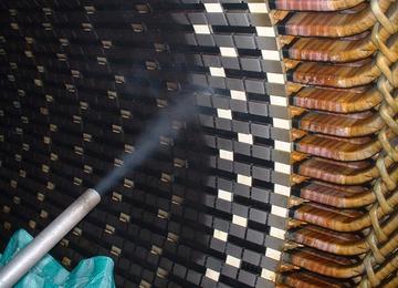 voor periodiek onderhoud op grote motoren is droogijsstralen de beste methode