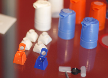 Nylon mesh gelast en gesneden in één bewerking op PP onderdeel