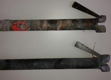 stelling vervuild met beton en verf voor en na reinigen